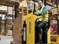 Hyster pallettruck met zitplaats op Logistica