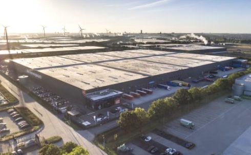 88.000 zonnepanelen op het dak dc Coolblue.