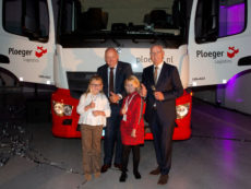 Drie generaties Ploeger voor de Euro-6-truck die werd gebruikt voor de spectaculaire openingshandeling van het nieuwe warehouse.