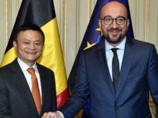 Alibaba-topman Jack Ma (links) met de Belgische premier Michel.
